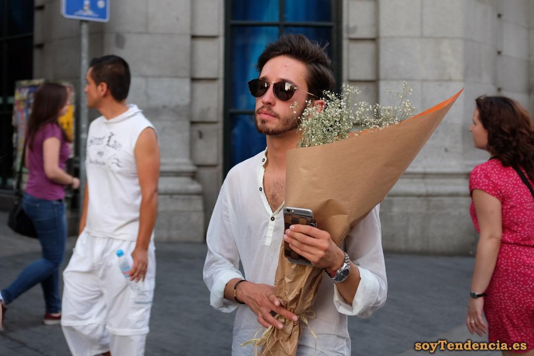 ramo de flores soytendencia Madrid street style
