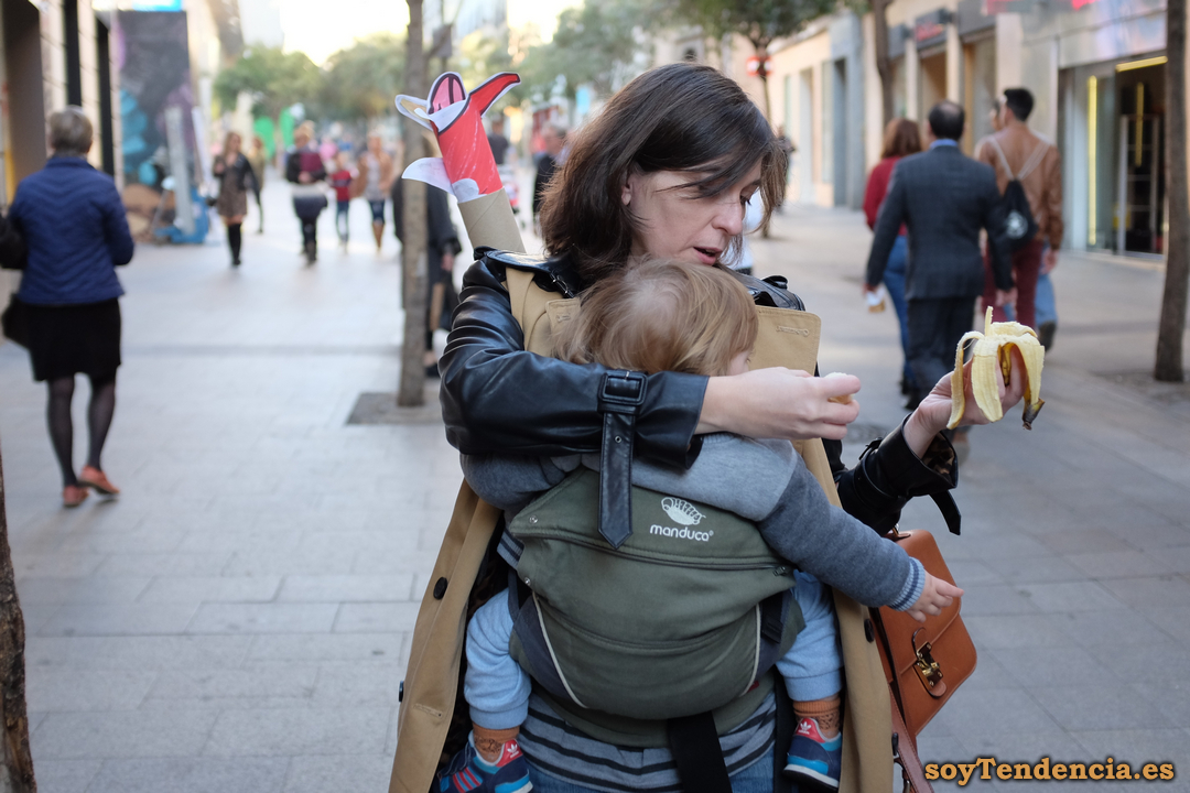 mama ocupada manduca platano soyTendencia Madrid street style