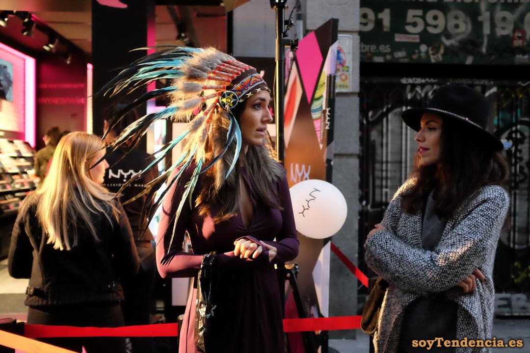 modelo plumas india nyx fuencarral soyTendencia Madrid street style