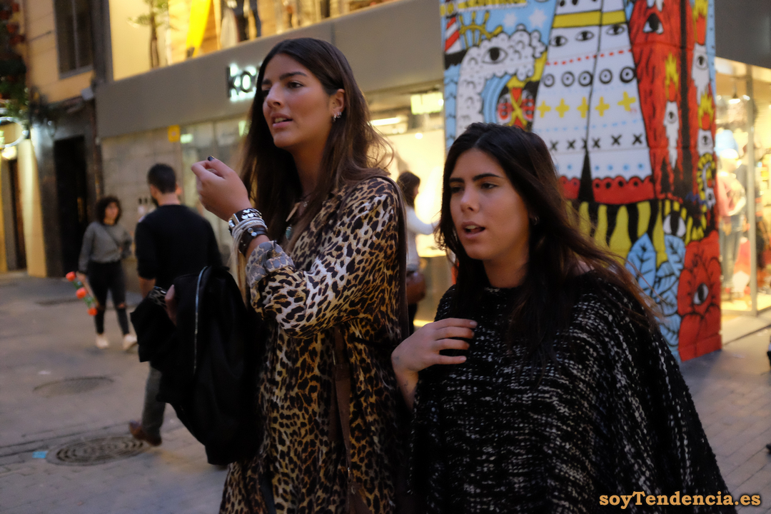gabardina leopardo poncho lana soyTendencia Madrid street style
