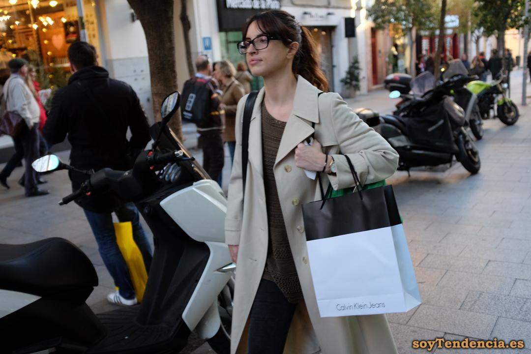 gabardina blanca calvin klein jeans soyTendencia Madrid street style