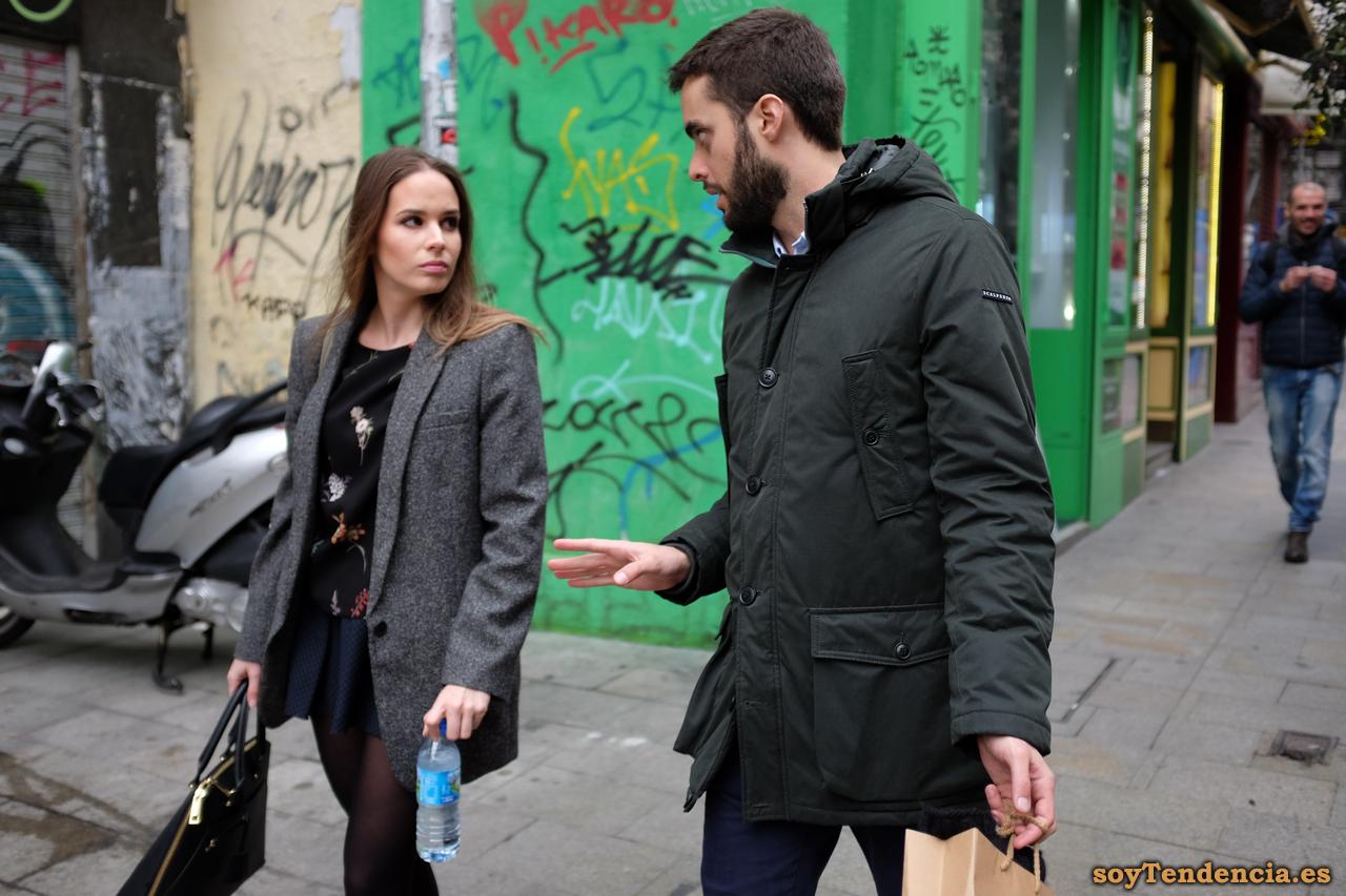 chaqueta larga gris mujer minifalda soyTendencia Madrid street style