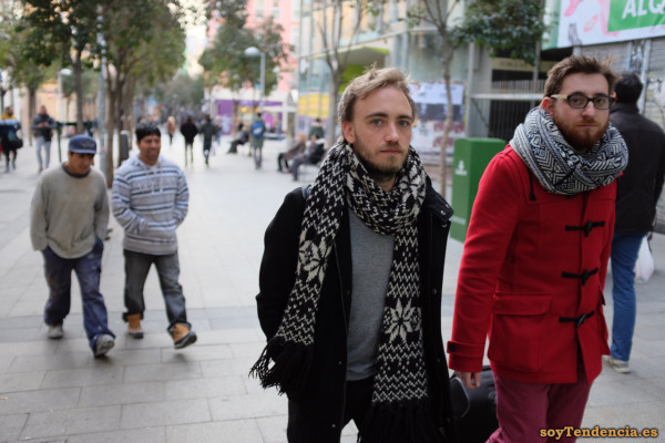 bufandas trenca roja soyTendencia Madrid street style