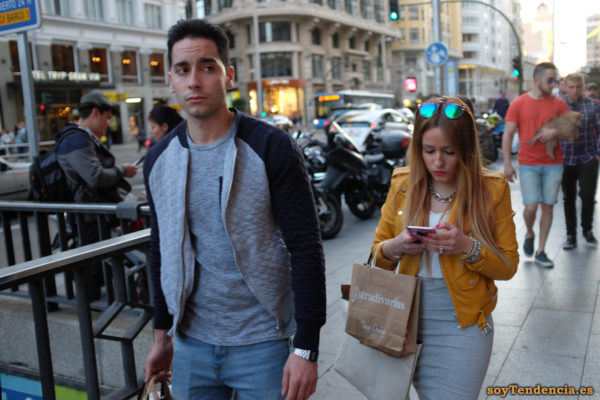 cazadora chaqueta amarilla zara falda gris tubo soyTendencia Madrid street style