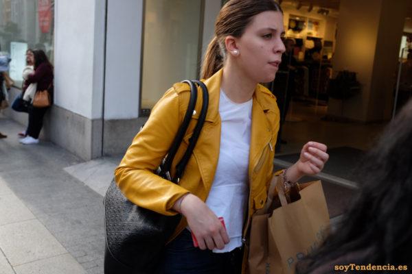 cazadora chaqueta amarilla zara tienda primark camiseta soyTendencia Madrid street style