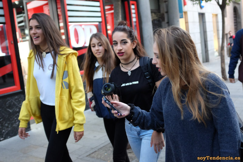 sudadera amarilla adidas capucha cremallera soyTendencia Madrid street style