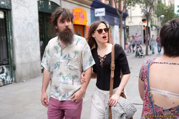 camiseta cerrada con cordones camisa palmeras barba soyTendencia Madrid street style