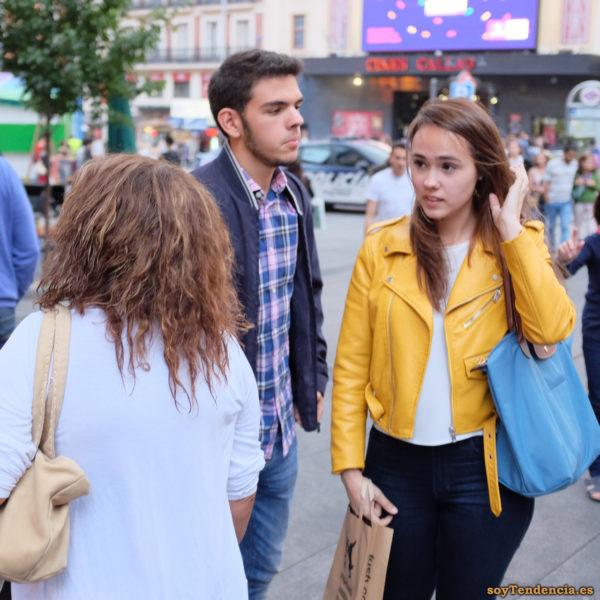 cazadora chaqueta amarilla zara bolso azul soyTendencia Madrid street style