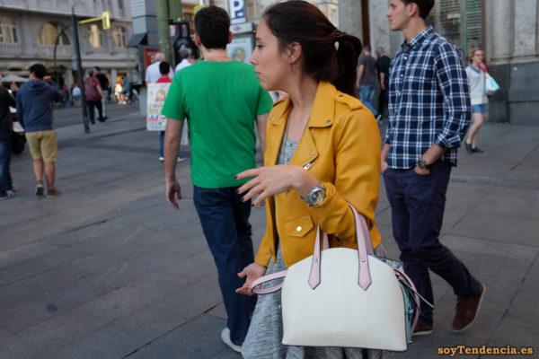 cazadora chaqueta amarilla zara bolso blanco soyTendencia Madrid street style