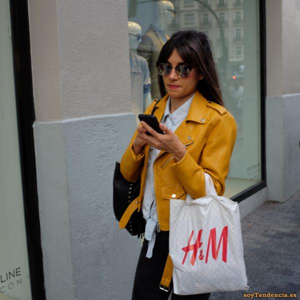 cazadora chaqueta amarilla zara camisa vaquera soyTendencia Madrid street style