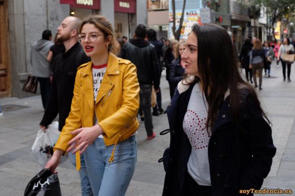 cazadora chaqueta amarilla zara camiseta corazon soyTendencia Madrid street style