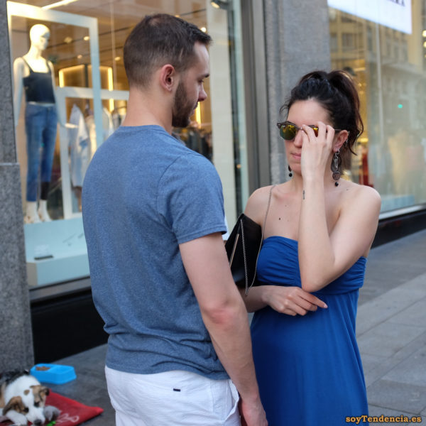 vestido con escote palabra de honor azul soyTendencia Madrid street style