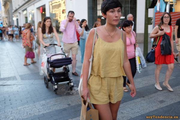 conjunto color mostaza pantalon corto tirantes soyTendencia Madrid street style jpg