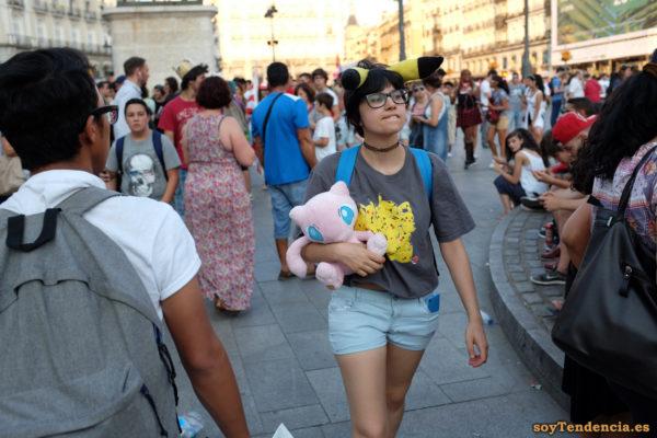 pokemon go charmander pikachu pokequedada madrid soyTendencia Madrid street style