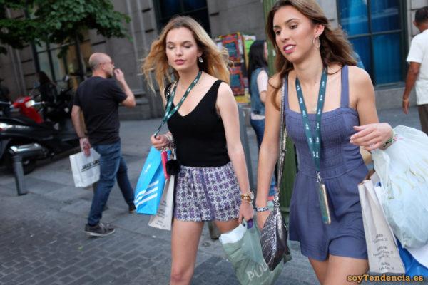 vestido azul tirantes pantalon corto de compras soyTendencia Madrid street style