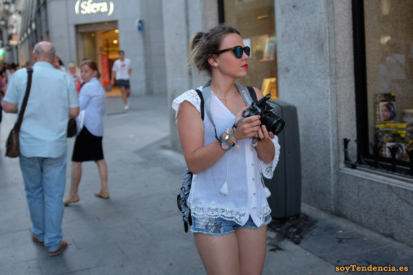 blusa transparente con borlas y encajes short vaquero fotografa canon soyTendencia Madrid street style