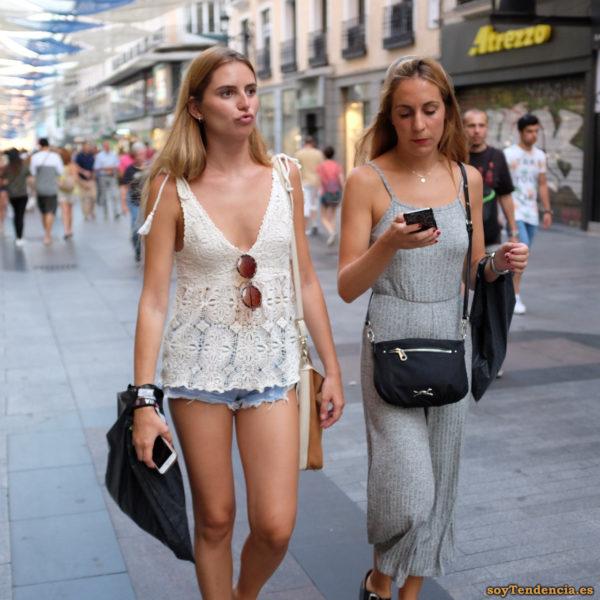 camiseta de encaje short vaquero vestido de punto gris largo soyTendencia Madrid street style