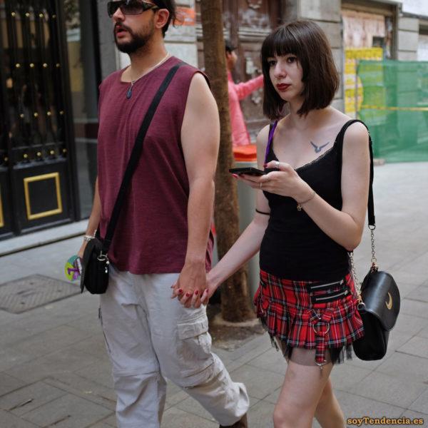 minifalda escocesa con tul trabillas camiseta tirantes negra soytendencia madrid street style