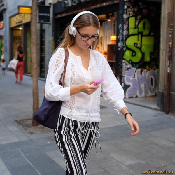 pantalón código de barras blusa manga larga soytendencia madrid street style