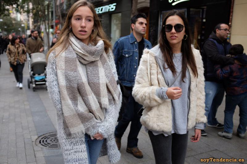 abrigo de punto gris bufanda manta sudadera forrada por fuera soytendencia madrid street style