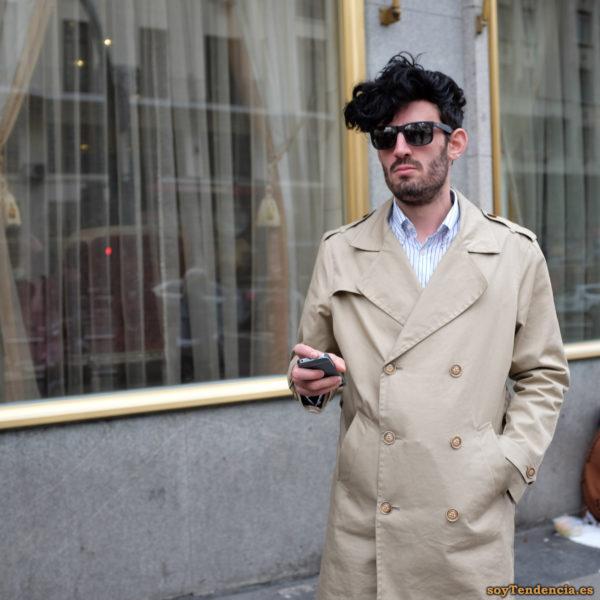 gabardina cruzada color crudo grandes solapas trabillas hombreras soytendencia madrid street style