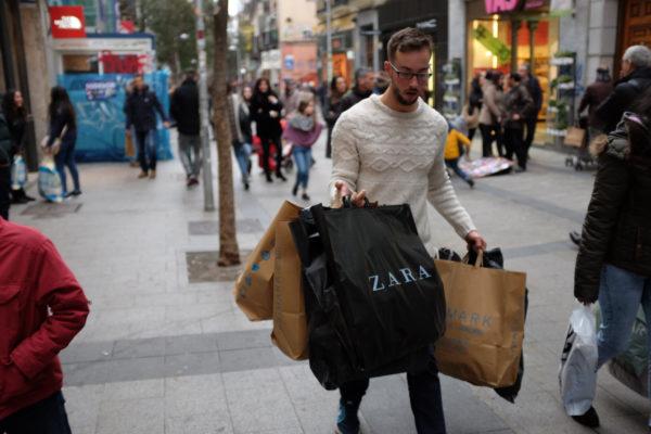 jersey blanco de ochos de compras zara primark black friday soytendencia madrid street style