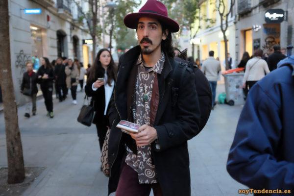 sombrero rojo hombre chaleco cuero camisa soytendencia madrid street style