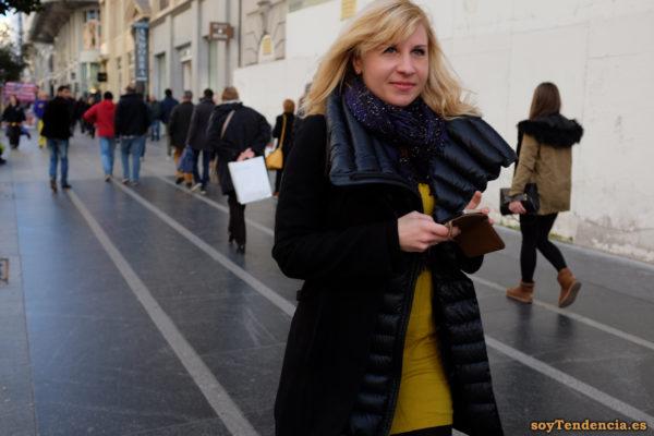 abrigo doble paño por fuera acolchado por dentro vestido amarillo soyTendencia Madrid street style
