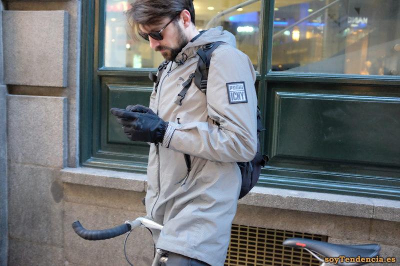 anorak puma icny reflectante gris bicicleta soyTendencia Madrid street style
