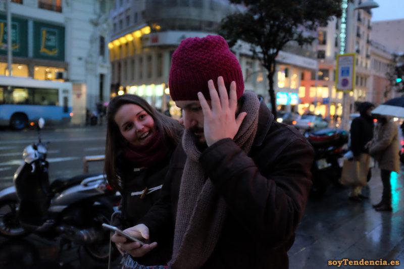 gorro de lana granate bufanda trenca soyTendencia Madrid street style