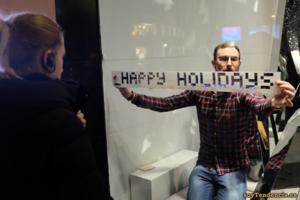 happy holidays felices fiestas escaparate camisa de cuadros soyTendencia Madrid street style