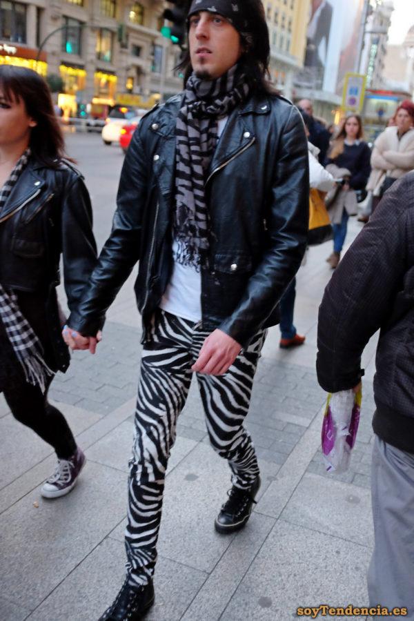 pantalón cebra ajustado cazadora bufanda soyTendencia Madrid street style