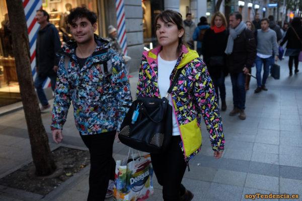 anorak billabong con bolsillos amarillos firmas desigual soyTendencia Madrid street style