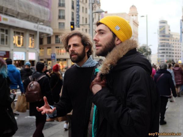 anorak con capucha y gorro amarillo guantes soyTendencia Madrid street style
