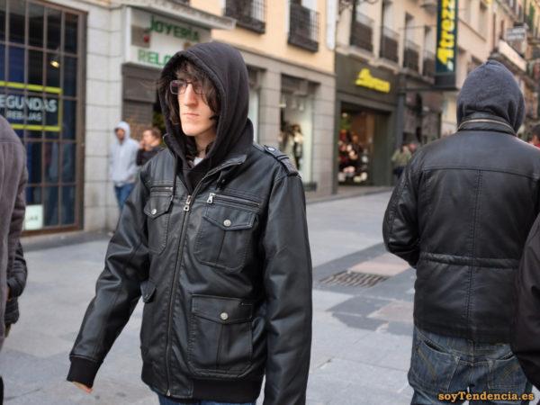 cazadora con cuatro bolsillos grandes sudadera capucha soyTendencia Madrid street style