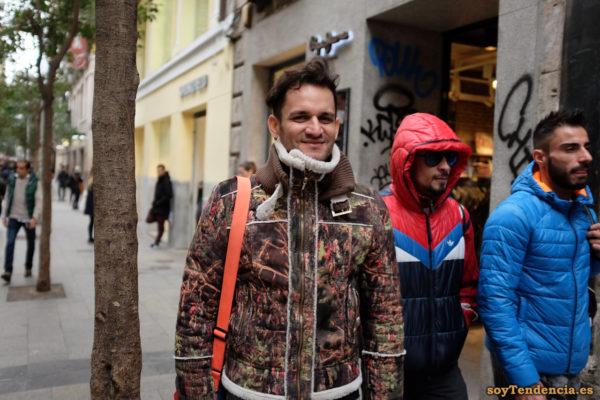 cazadora marrón manchas pintura forro borrego soyTendencia Madrid street style