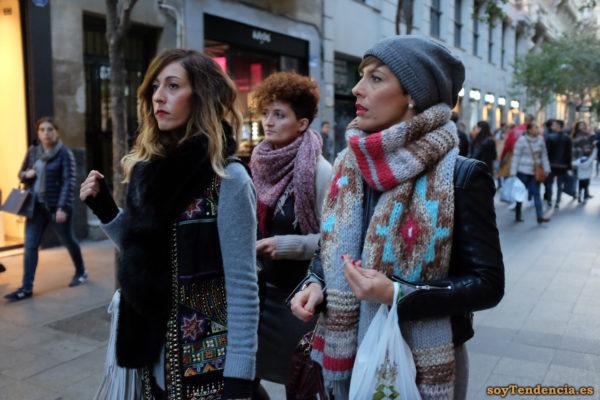 chaleco étnico bordado largo bufanda grande soyTendencia Madrid street style