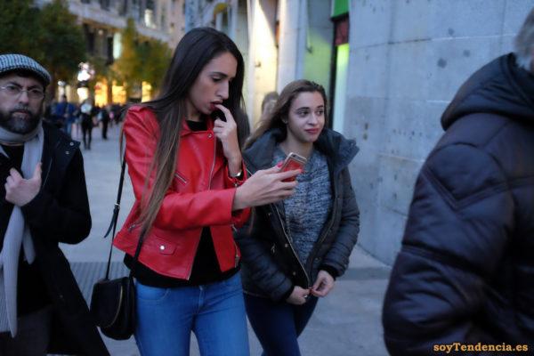 chaqueta roja parecida a la amarilla de zara soyTendencia Madrid street style