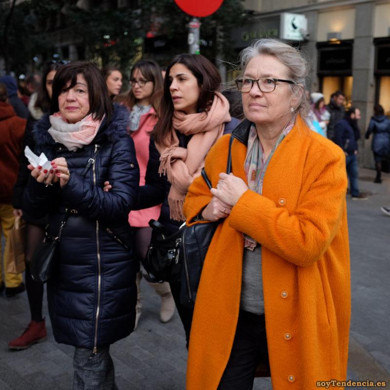 abrigo naranja sin cuello cinco botones soyTendencia Madrid street style