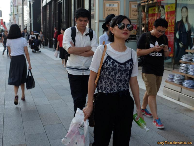 camiseta negra de encaje con tirantes Ginza Japon soyTendencia Tokyo street style