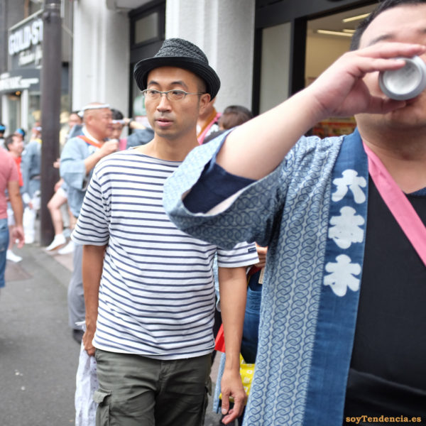 camiseta a rayas sombrero trenzado Roppongi japon japan soyTendencia Tokyo street style