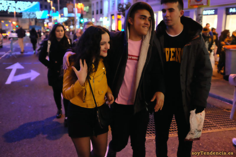 chaqueta amarilla zara camiseta rosa soyTendencia Madrid street style
