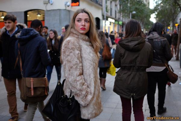 chaquetón de piel color beige bolso grande soyTendencia Madrid street style