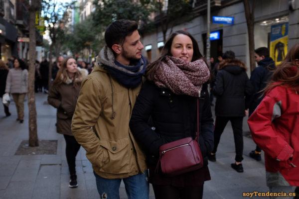 minifalda color berenjena anorak bolso bufanda grande soyTendencia Madrid street style