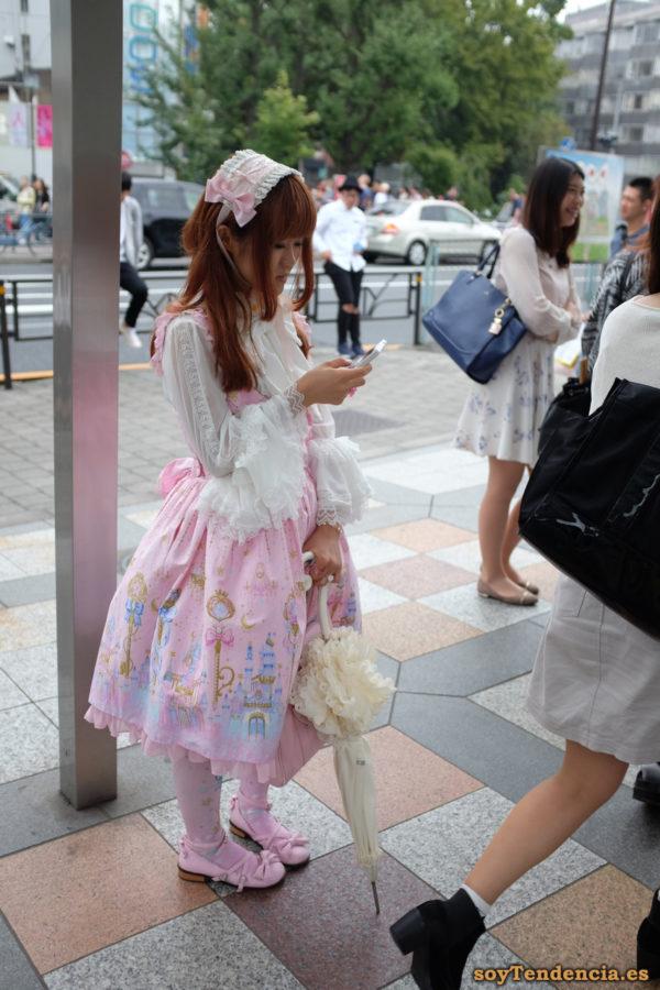 Sweet Lolita vestida de rosa falda palacios princesas puntillas mangas paraguas de encaje japon soyTendencia Tokyo street style