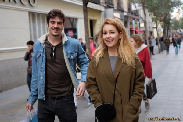 abrigo color caqui recto hombros caidos bolso redondo cazadora vaquera forrada soyTendencia Madrid street style