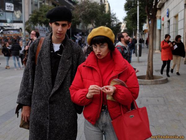 anorak rojo boina mostaza bolso lacoste rojo abrigo espiguilla soyTendencia Madrid street style