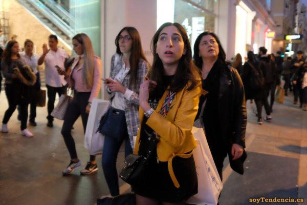 chaqueta amarilla de Zara bolso étnico minifalda soyTendencia Madrid street style