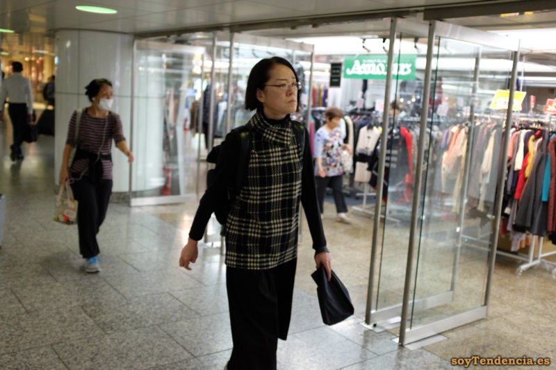 chaqueta negra pata de gallo tienda estacion shinjuku japon soyTendencia Tokyo street style