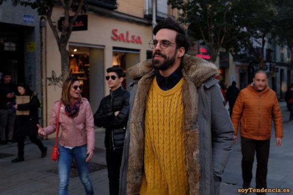 chaquetón forrado de piel jersey lazos color mostaza soyTendencia calle Fuencarral Madrid street style